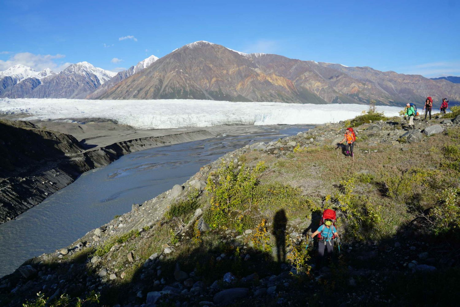 donjek-glacier-hikers-on-the-move